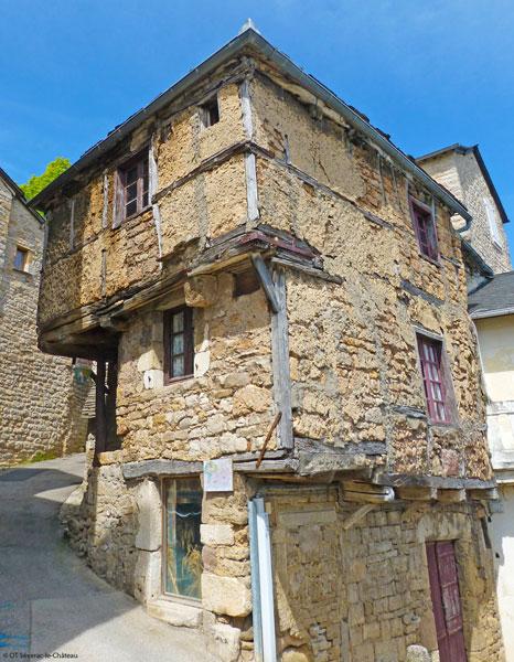 La Plus Vieille Maison De L Aveyron Fait Le Tour Du Monde