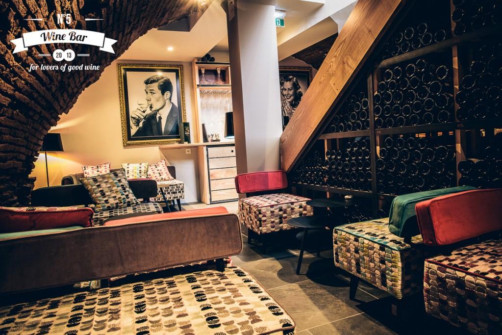 avec le n 5 wine bar toulouse au centre du monde toulouse haute garonne midi pyr n es. Black Bedroom Furniture Sets. Home Design Ideas